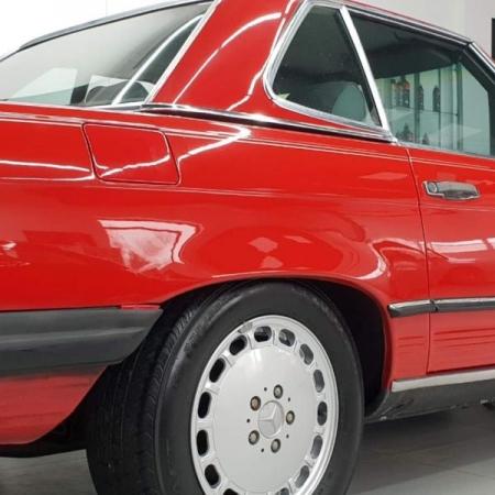 Mercedes SL560 R107 Czerwony po renowacji
